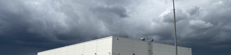 Ukázka realizace - Nátěr fasády haly Renault Truck v Praze